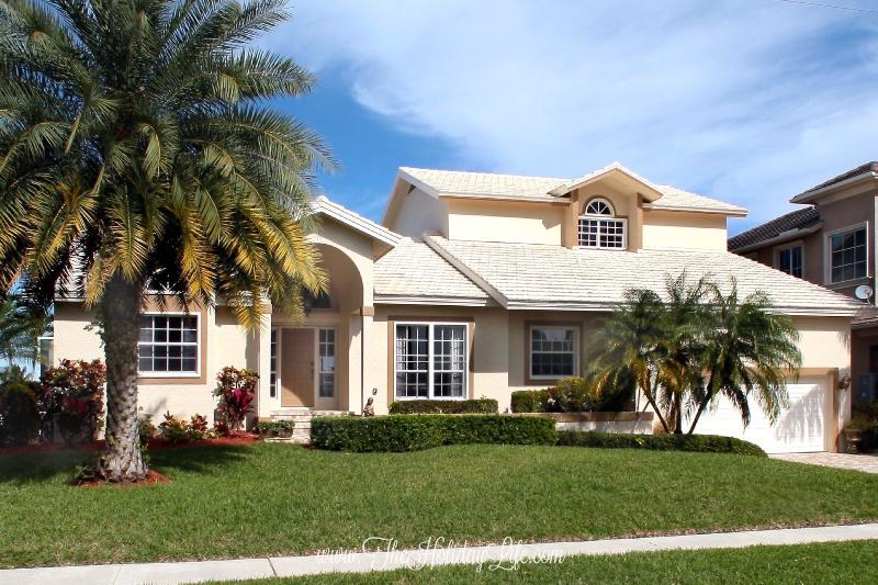 MARIANA COURT - 5 Bedrooms, Close to South Marco Beach! - Image 1 - Marco Island - rentals