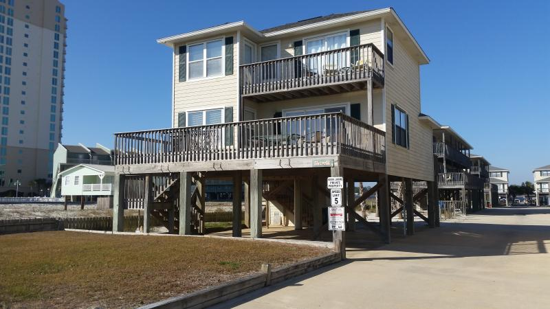 Beautiful 3 bedroom, 3 bath house with great views of the beach and gulf!  In a perfect location! - Direct Beach View! Pool! Pier on Little Lagoon! - Gulf Shores - rentals