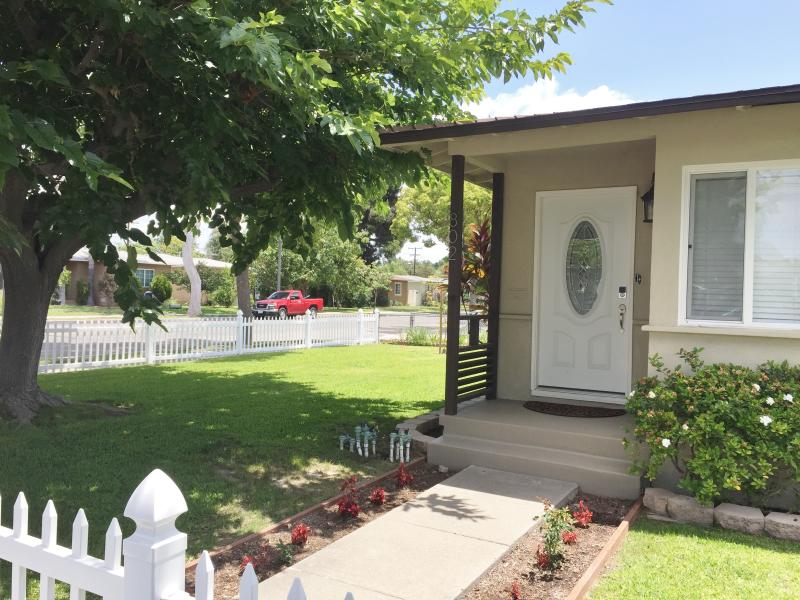 Front door and front fenced in yard - 1600 sq. ft house - Villa Pendragon - Anaheim - rentals