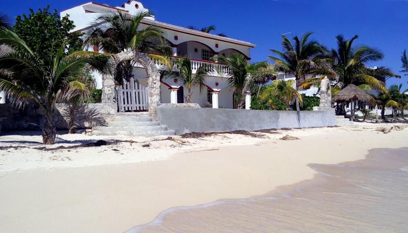 Beachfront Home with Private beach located in Placer and close to good snorkeling. - Private Beach, Snorkeling, Las Brisas del Caribe - Majahual - rentals