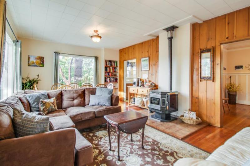 Well located Bainbridge cottage on a half acre - dogs okay! - Image 1 - Bainbridge Island - rentals