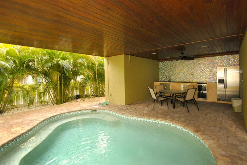 Anna Maria Island Beach Palace /January Special - Image 1 - Anna Maria Island - rentals