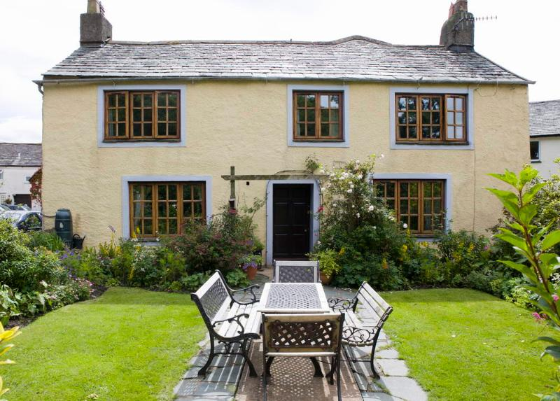 Brook House 1 - By a stream with ducks lovely cottage with 4 bedrooms , sleeps 4-8  in quiet village - Village cottage, log fire,stream,ducks-BrookHouse1 - Keswick - rentals
