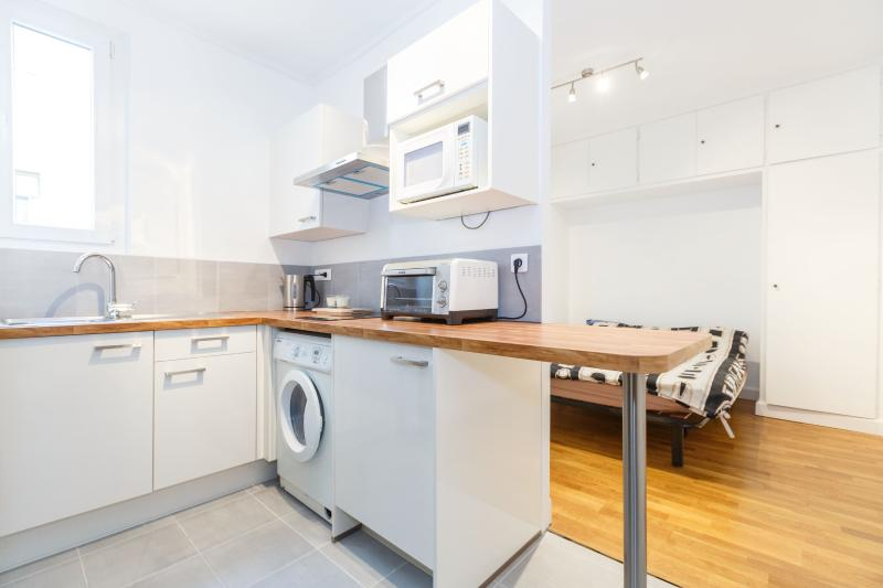 Kitchen and sleeping area - Elegant studio for 2 guests, Montparnasse - P14 - Paris - rentals
