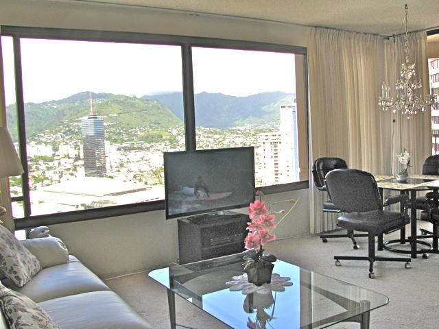 Living room with mountain views.  Entire condo now has tiled floor. - Mountain View 1 BR, 3506 Discovery Bay, park free - Honolulu - rentals