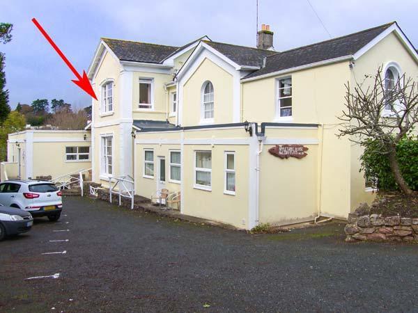 FLAT 6, first floor studio flat, shared garden, WiFi, close to beach, in Torquay, Ref 929189 - Image 1 - Torquay - rentals