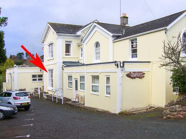 FLAT 3, ground floor, WiFi, close to beach, shared garden, in Torquay, Ref 929192 - Image 1 - Torquay - rentals