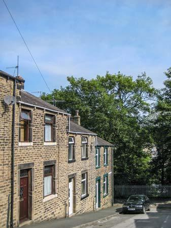 ROSE COTTAGE, mid-terrace property, gas fire, very close to town centre, in Skipton, Ref 929931 - Image 1 - Skipton - rentals