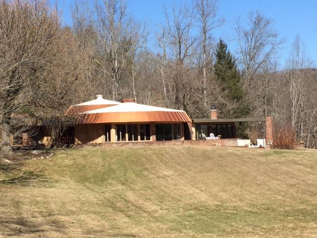 Beautiful private contemporary home near Cades Cove entrance to the Great Smoky Mt. National Park. - The Round House - Townsend - rentals