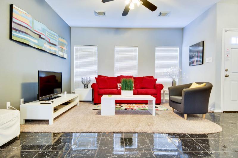 Ultra-modern living room. - Stunning Modern Home in Downtown San Antonio - San Antonio - rentals