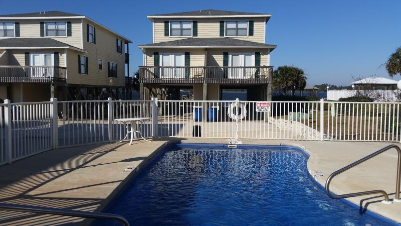 "3 bedroom, 3 bath townhouse that sleeps 11.  Great location on Little Lagoon with pool & beach! - ""Fun In The Sun"".  Has It All!  Boardwalk to Beach! Pool! Pier on Little Lagoon! - Gulf Shores - rentals"