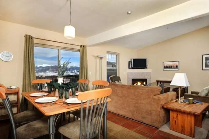 Take In Those Views While Dining or Relaxing By The Fire! - Beautiful Condo with Breathtaking Views-HotTub/Pool. Book Now For Fall Colors, Holidays, Ski Season - Wildernest - rentals