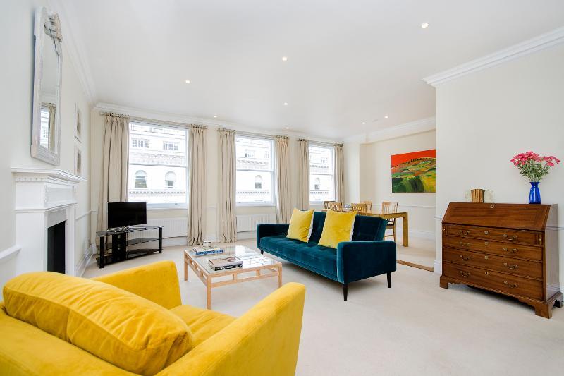 Beautiful 2 Bedroom Apartment in Kensington - Image 1 - London - rentals