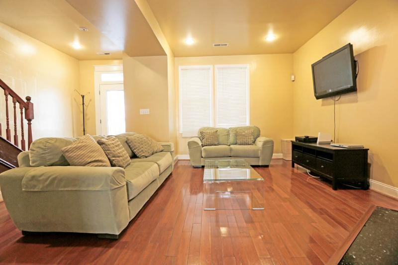 Modern Luxury,Fireplace,Hdtv/Rm,Wii,Great Location - Image 1 - Washington DC - rentals