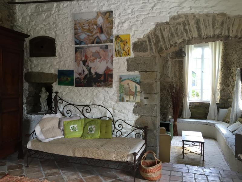 "Durfort wellcomes you with many different pieces of art and a cosy ambiance. Beautiful terrace - Château de Villarlong - ""Durfort"" for 2 Guests - Carcassonne - rentals"