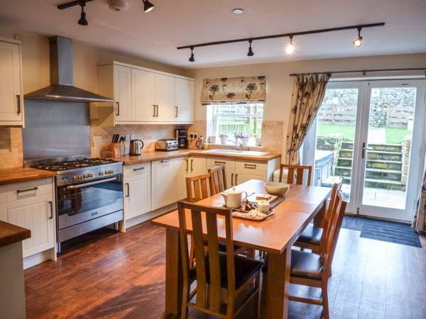THE BERWICK, terraced cottage, hot tub, pet-friendly, balcony, enclosed garden, in Belford, Ref 929069 - Image 1 - Belford - rentals