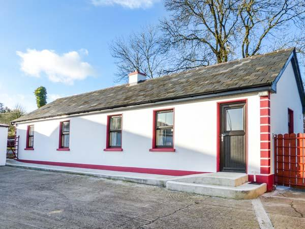 CLOGHEEN COTTAGE, country cottage, open plan living area, solid fuel stove, Kingscourt, Ref 932115 - Image 1 - Kingscourt - rentals