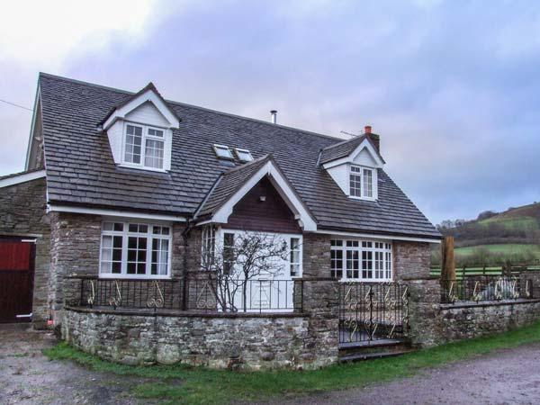 CHURCH FARM, detached, farm location, views, enclosed garden in Hay-on-Wye Ref 932819 - Image 1 - Hay-on-Wye - rentals