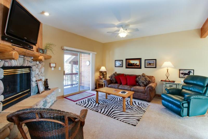 Townhome w/shared hot tub, fireplace & deck near resorts! - Image 1 - Dillon - rentals