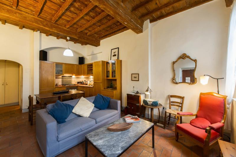 Living Room - Sunny Two-Bedroom In The Heart of Florence - Florence - rentals
