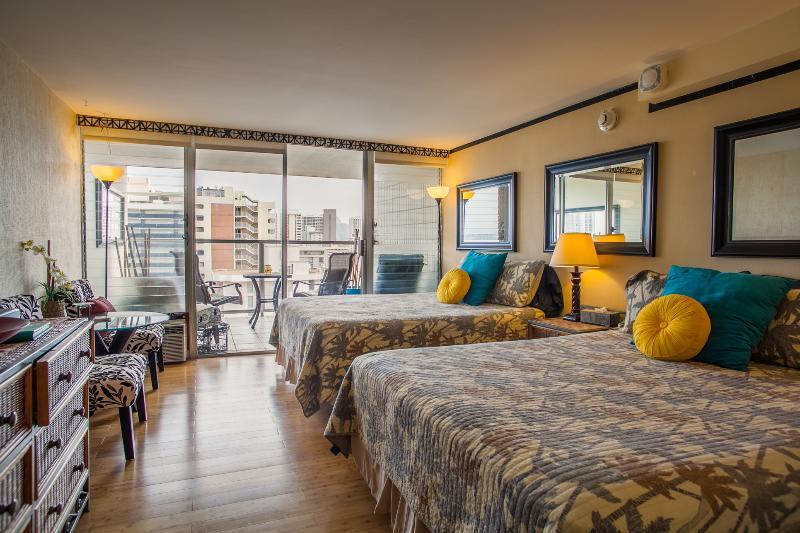 Living room, 2 queen size beds and lanai. - 2119IC Great Waikiki Views! Studio 2 BDS, Ocean View Sleeps 4 - Honolulu - rentals