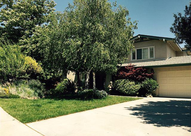 Front yard - Elegant Ambiance with Playful Gardens, So Close to Downtown! - Paso Robles - rentals