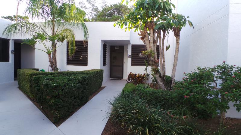 Private condo in serene setting  beach and bay - Image 1 - Longboat Key - rentals