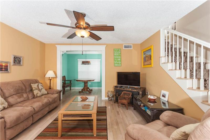 Beach Bungalow, 4 Bedrooms, Sleeps 8, Steps to the Beach - Image 1 - Palm Coast - rentals