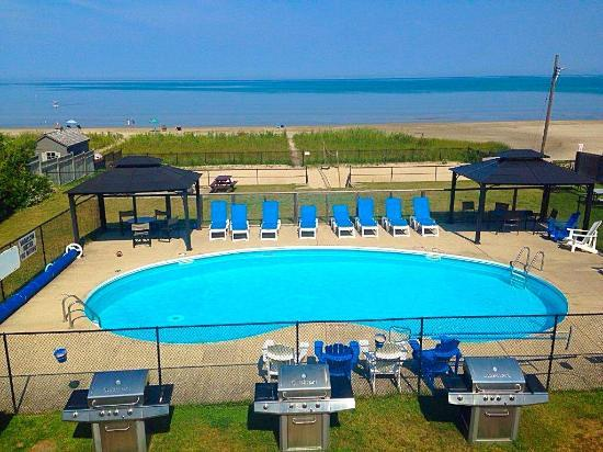 Heated Private Pool overlooking Georgian Bay - You can't ask for more! - BAYFRONT BEACH RESORT-WATERFRONT-HEATED POOL - Wasaga Beach - rentals