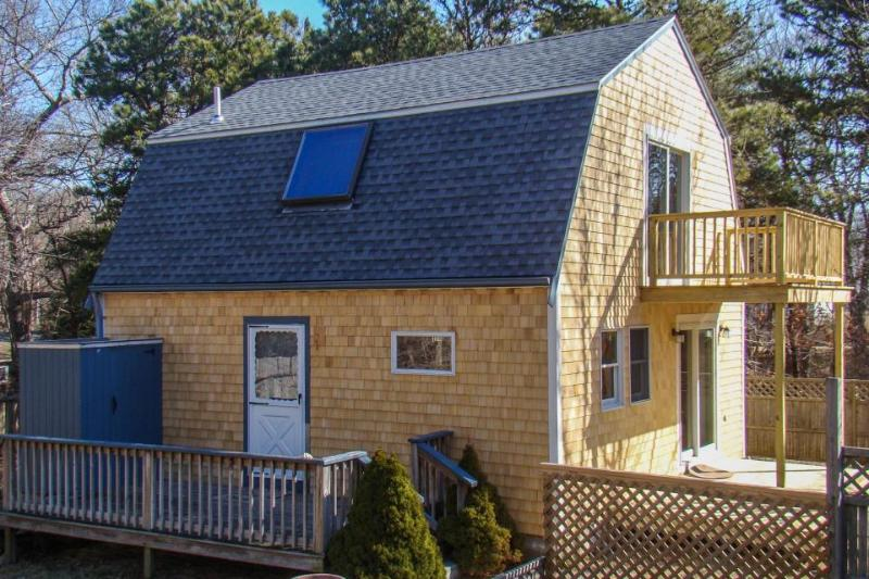 Islander style guest home, w/ amenities & prime location! - Image 1 - Vineyard Haven - rentals