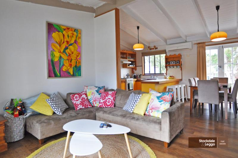 CHA CHA - PET FRIENDLY & ONLY A MINUTE WALK TO THE BEACH! - Image 1 - Inverloch - rentals