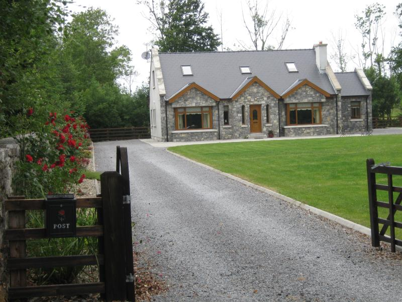 Luxurious 4 Bedroom House  in the West of Ireland - Image 1 - Roscommon - rentals