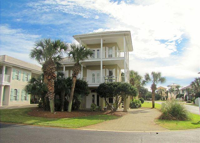 Palm Palace in Emerald Shores, Destin FL.  4BR/3BA sleeps 12!  Walk to the Beach - Palm Palace*4BR/3BA*Walk to the Beach*Sleeps 12! - Destin - rentals