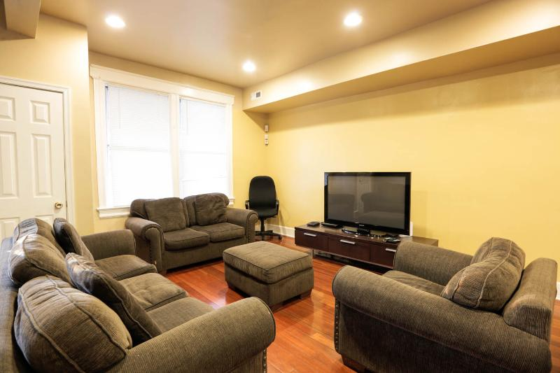 Modern Charm,Roomy 4/3+ Suites,Parking,You're home - Image 1 - Washington DC - rentals