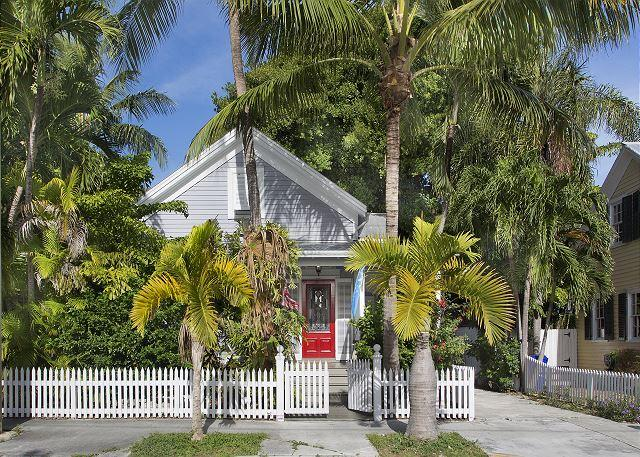Southard Comfort: Historic Old Town and Seaport, Private Pool & Parking - Image 1 - Key West - rentals