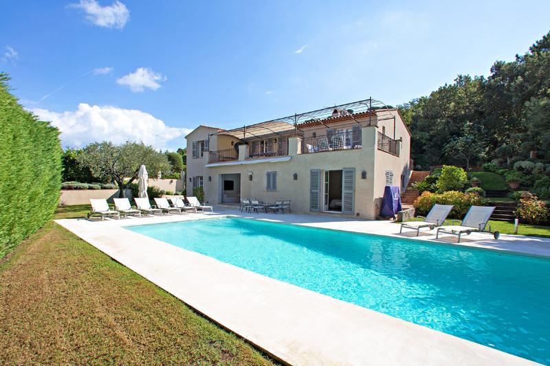 Villa Mirella, Sleeps 16 - Image 1 - Saint-Tropez - rentals