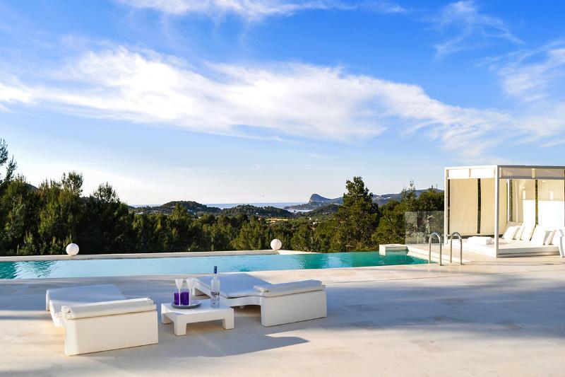 Villa Elegance, Sleeps 16 - Image 1 - San Jose - rentals