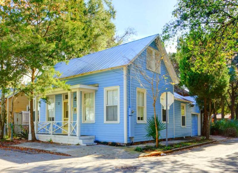 Blue Bell Cottage, 2 Bedroom, Historic St.Augustine, Pet Friendly, Sleeps 4 - Image 1 - Saint Augustine - rentals