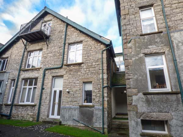 HOLLY DAZE, two-storey apartment, dog-friendly, close to pub, great access to Lake District, in Meathop, Grange-over-Sands, Ref 927215 - Image 1 - Grange-over-Sands - rentals