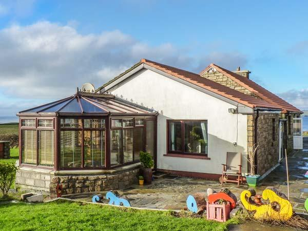 SEA SHELTER, fishing nearby, ocean views, conservatory, BBQ area, Miltown Malbay, Ref 929351 - Image 1 - Milltown Malbay - rentals