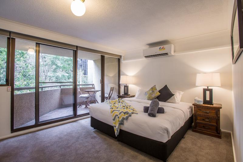 Huge king bedroom with private balcony, air-conditioning & ensuite in this four bedroom apartment - StayCentral New - St Kilda Road 4 BR, 2 BA - Melbourne - rentals