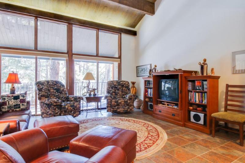 Spacious, high-end 2-story condo close to town & slopes with shared pool! - Image 1 - Durango Mountain - rentals