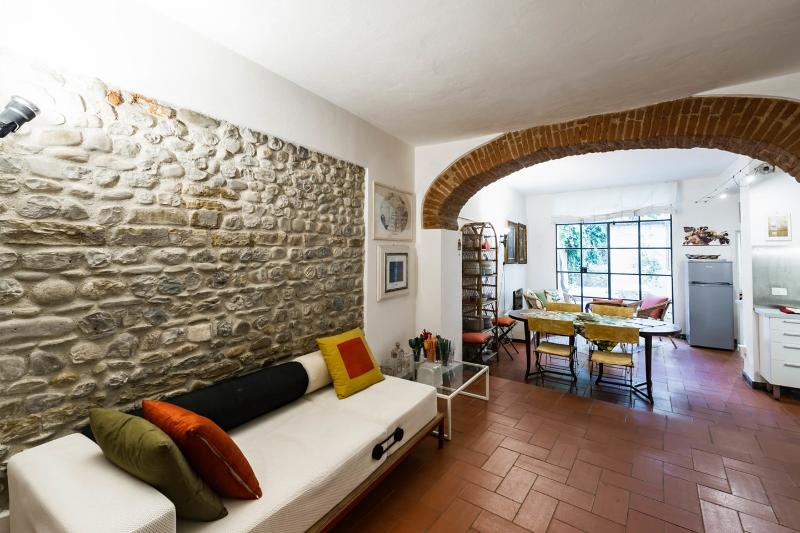 "Living Room - AUGUST 20% OFF:""a LOFT with a  GARDEN in St.Croce - Florence - rentals"