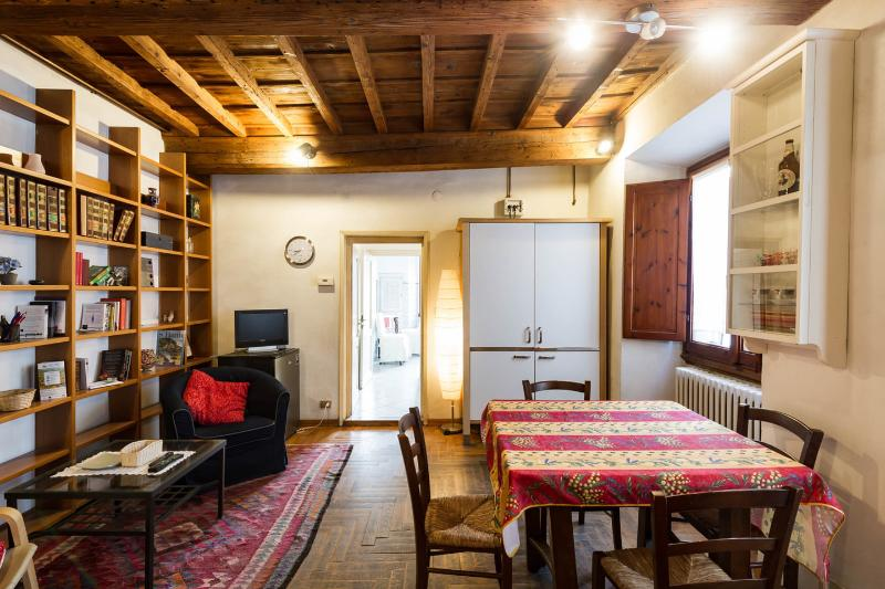 Living Room - Central Apartment Duomo Historical Building-wifi - Florence - rentals