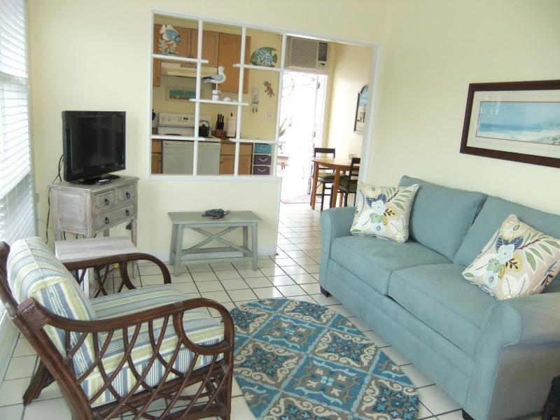 Bright, cottage style condo.  Single story, end unit. - Ebb Tide #1 Bright, cozy, Siesta Key cottage - Siesta Key - rentals
