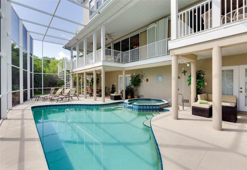 Sunscape Beach Villa Mansion, 7 Bedrooms, Elevator, Heated Pool, Sleeps 14 - Image 1 - Fort Myers Beach - rentals