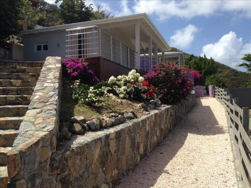 Perfect bungalow for a couples getaway - Image 1 - Orient Bay - rentals
