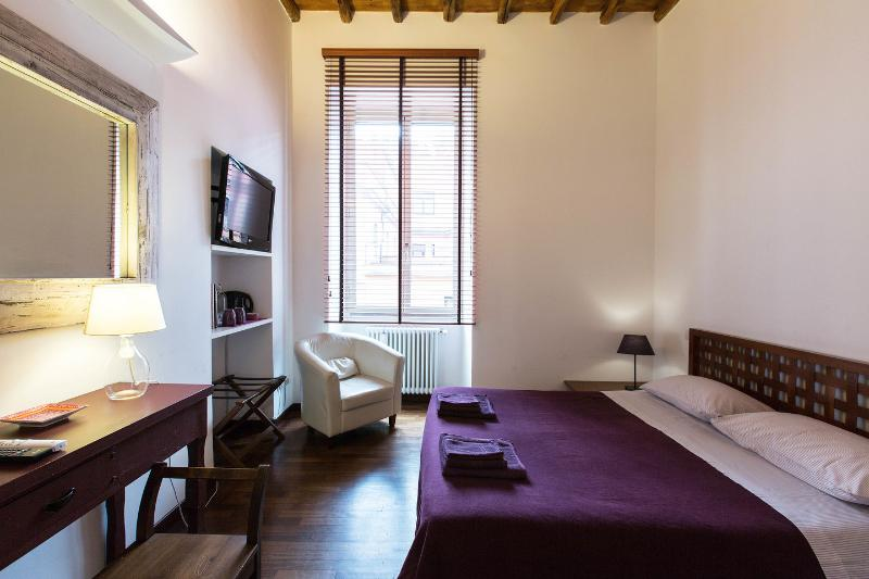 The Master Bedroom - Capo d'africa 4 at Colosseum - Rome - rentals