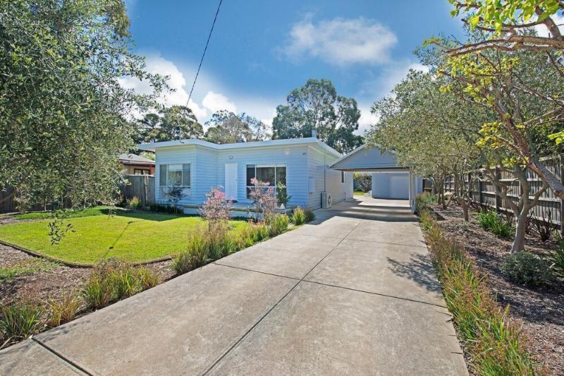 Flinders Beach Retreat - Image 1 - Flinders - rentals