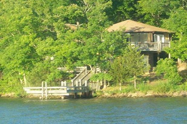TWO LEVEL 8 sided octagon 3 bedrooms/3 baths Right on water edge swim off - Glass Octagon Waterfront Villa - Lake Ozark - rentals